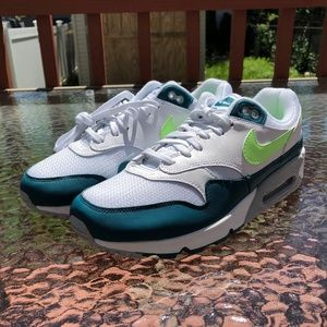 Nike Air Max 90/1 Spruce Lime Running Shoes